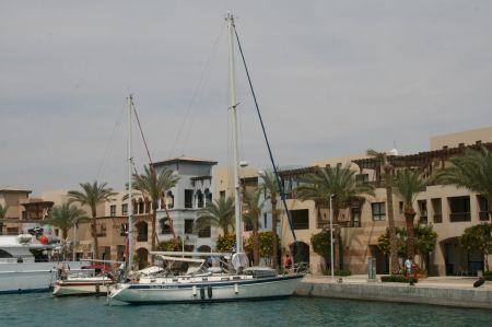 Außer der schönen neuen Hotelanlage um den Hafen gibt es hier weit und breit nichts (außer weiteren Hotelanlagen)