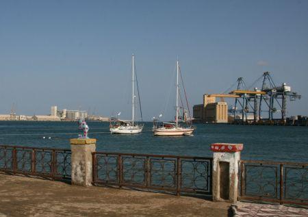 Das ist unser Liegeplatz in Port Sudan. Hier ....