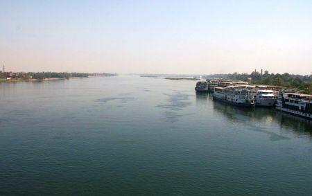 In Luxor geht es dann über den Nil.