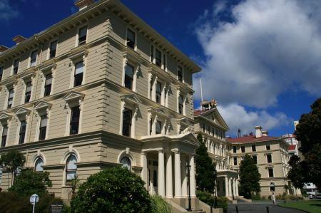 Das alte Palament in Wellington ist das größte Holzhaus der Welt. Es ist natürlich aus Kauri Holz.