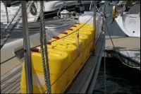 11-gelbe-unbrauchbare-kanister.jpg
