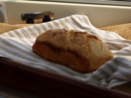 während die Smujes frisches Brot backen.