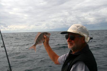 leider an diesem Tag mit wenig ERfolg. Zwei kleine Fische beißen an.