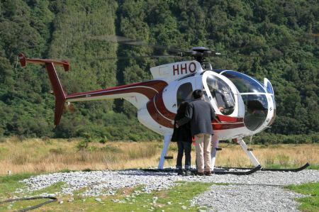Kurz vor dem Franz Josef Gletscher werden Hubschrauber Flüge angeboten