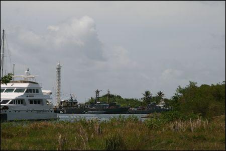 12-marina-mit-militarbooten.jpg