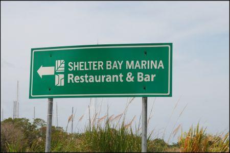 12-schild-zur-shelter-bay.jpg