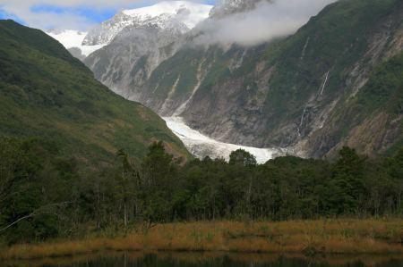 Wir sehen uns den Gletscher von unten an