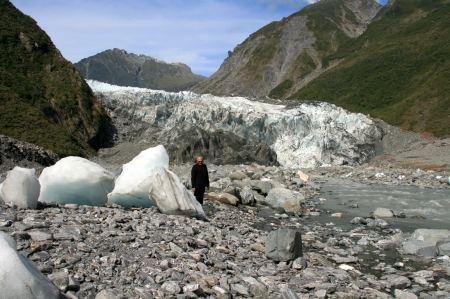 Riesige, losgelöste Eisbrocken haben Ihren Weg ins Tal gefunden