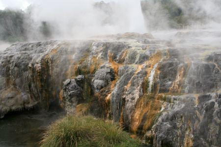 Mineralien verleihen den Pools ihre Farben.