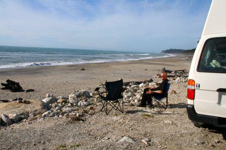Am Strand finden wir einen wunderbaren Übernachtungsplatz