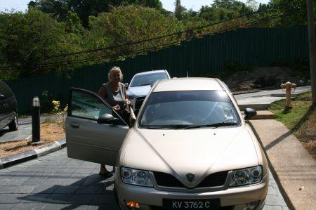 Für 3 Tage leihen wir uns ein Auto. Kosten - 12 Euro pro Tag!