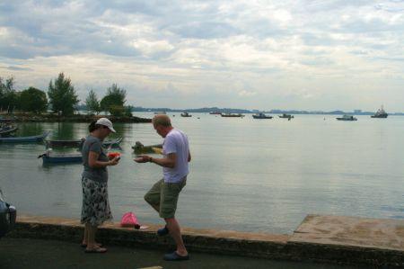 ... frühstücken Juliane und Jaap.