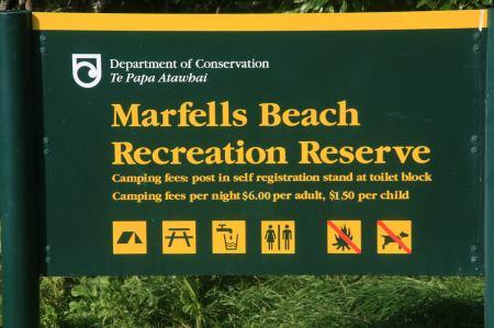 In der Cliffort Bay gibt es den Marfells Beach. Auf dem kleinen Campingplatz registriert man sich selbst. 12 NZ Dollar,  in die vorbereiteten Tütchen, Name, Autokennzeichen drauf - fertig.