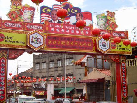 In der J .......... reihen sich viele kleine Geschäfte und Restaurant aneinander.