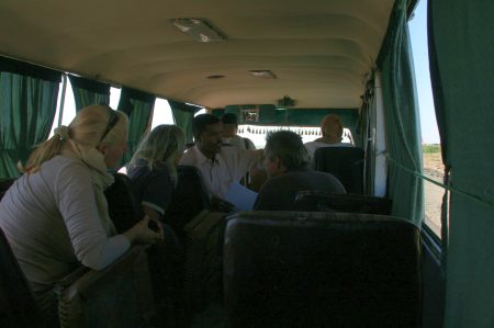 Unterwegs erzählt und unser Führer vieles über den Sudan und Suakin.