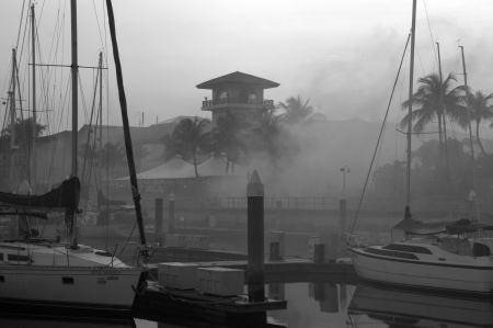 Heute Morgen denken wir - es brennt in der Marina. Ãœberall ....