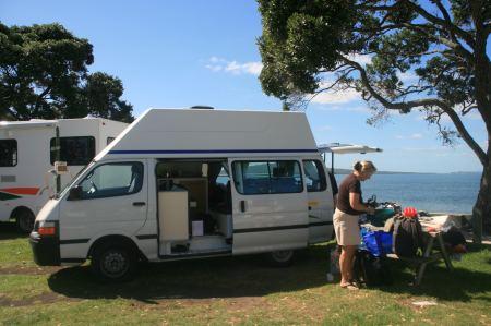 Hier an diesem Strand ist die letzte Station unserer Camperreise druch Neuseeland. Alles wird ausgeräumt und geputzt.