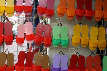 Diese vielen bunden Schuhe .....
