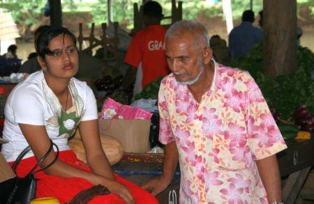 Indische Markthaendeler.