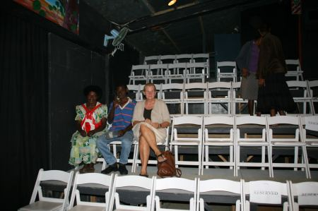 Nachdem wir beim ersten Anlauf keine Plätze bekommen haben und wieder nach Hause gehen mußten, waren wir am kommenden Abend ganz früh im Theater und hatten die freie Auswahl.