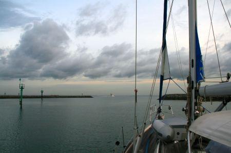 Mit dem ersten Tageslicht geht es von der Nongsa  Point Marina los Richtung Singapur.