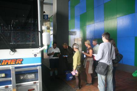 Den Camper müssen wir in Auckland abgeben. Mit dem Intercity Bus fahren wir in circa 4 Stunden nach Opua.