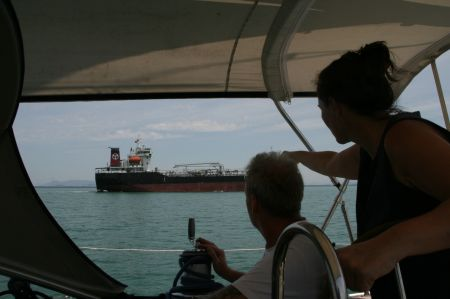 Weiter geht es Richtung Norden. Viele große Schiffe überholen uns.