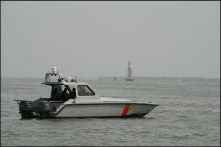 5-die-kustenwache-im-speedboat-unterwegs.jpg