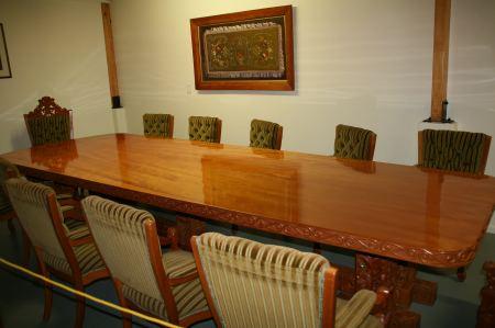 Riesiger Tisch aus Kauri