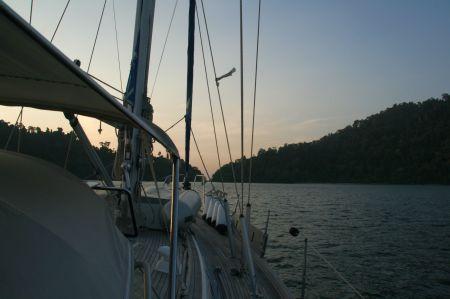 Unser erster Stopp in Langkawi ist die Teluk Ketapang Bucht. Hier ....