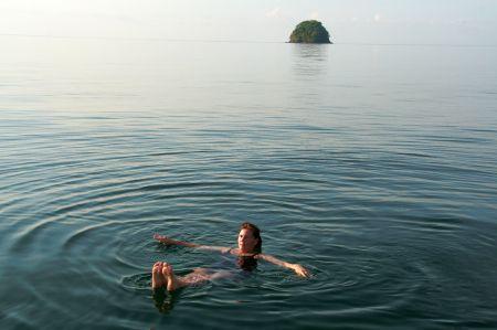 Wir genießen die Ruhe in der Bucht und das warme Wasser.