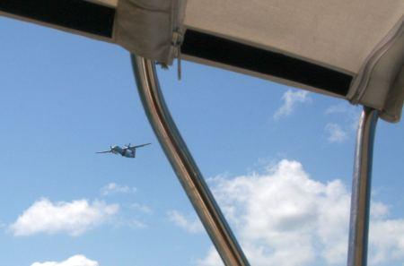 X-Mal werden wir auf der Reise vom Zoll - Flugzeug kontrolliert.