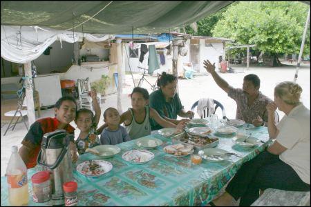 6-essen-bei-edwards-familie.jpg