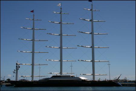 6-superyacht-im-hafen-papeete.jpg