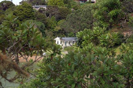 Unterwegs - Traumhäuschen zu verkaufen für 1.000.000 NZD aber direkt am Meer mit eigener Tiefseeboje.