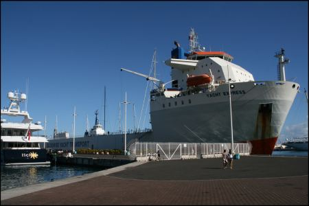 8-0-dockwise-yacht-express.jpg