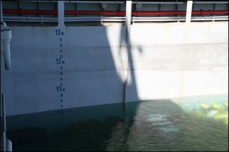 9-4-uber-10-meter-wasser-im-schiff.jpg