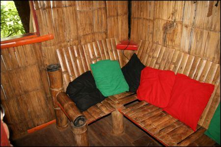 9-sofa-im-baumhaus.jpg