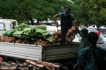 Auf dem Markt von Port Vila wird die Ware geliefert.