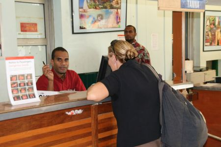 """Flughafen Port Vila. """"Im Moment haben wir keinen Strom"""" erklärt der nette Herr vom Check in Schalter."""