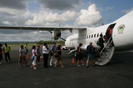 Los gehts. 45 Personen können mit dieser kleinen Maschine mit fliegen.