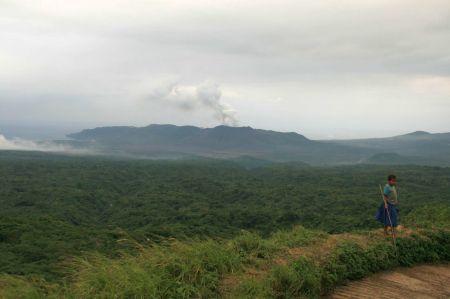 Erster Ausblick auf den rauchenden Vulkan.