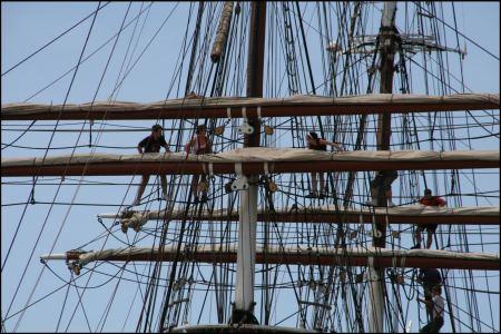 segel-eines-grosen-schiffes-werden-verstaut.jpg