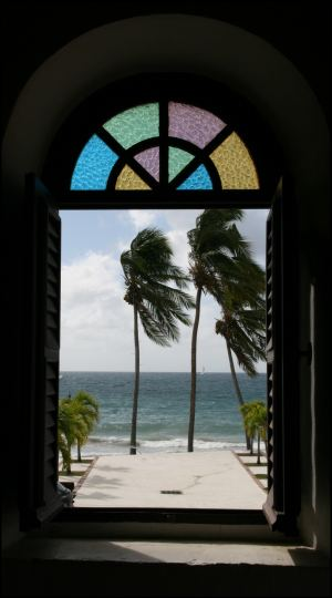strand-durchs-kirchenfenster.jpg
